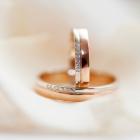 イエローゴールドの結婚指輪って?指になじみやすくてオシャレ!
