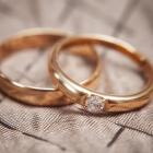 ゴールドの結婚指輪って?カラーバリエーション豊富で強度もバツグン