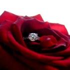 結婚指輪のダイヤモンドが取れてしまった! どうすればいい?