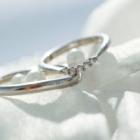 手をきれいに見せてくれるあなたにぴったりの指輪とは?