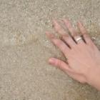 結婚指輪は右手でもいいの?女性が右手の薬指に指輪を着ける意味