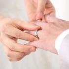結婚指輪はどの指につけてもいいの?左手・右手それぞれの指の意味