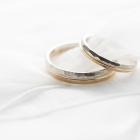 ゴールドの結婚指輪について知りたい!プラチナとの違いは?