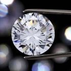 ダイヤだけじゃない! 結婚指輪に人気の宝石とは